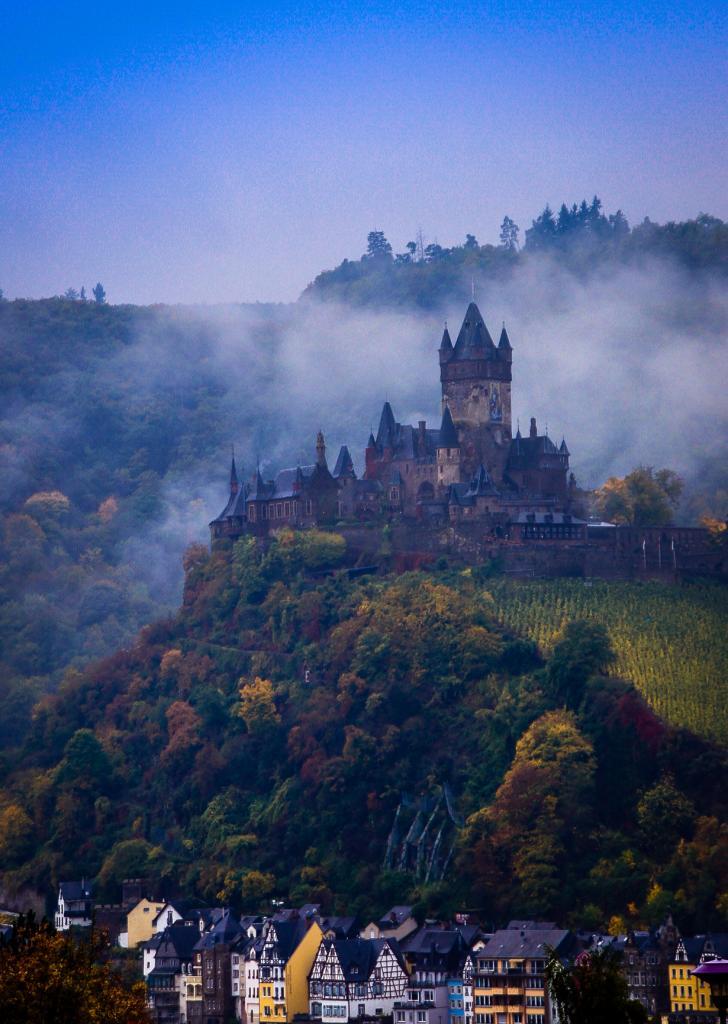9 место. Имперский замок Кохем. Расположен в земле Рейнланд-Пфальц. Построен в 1020 году. (Heribert Pohl)