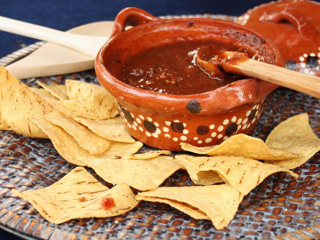 Сальса — соус из томатов, чили, листьев кориандра, чеснока и лука. (Fabián Everardo Alvarez Navarro)