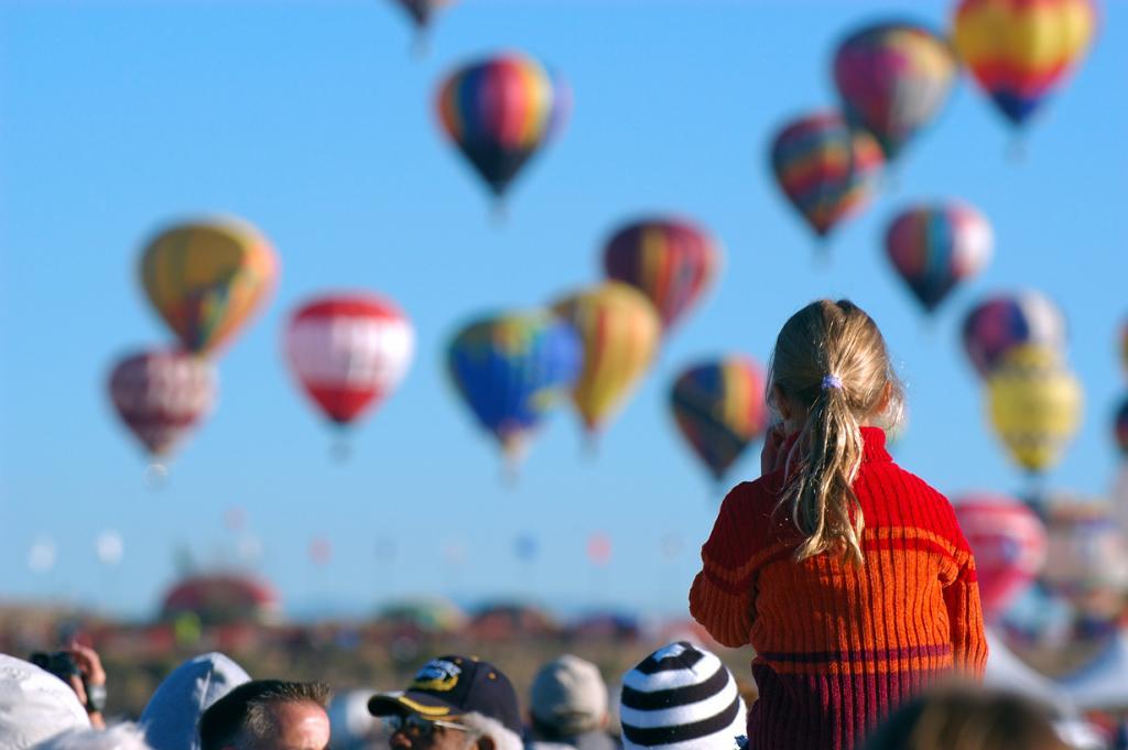 10 место. Фестиваль воздушных шаров в Альбукерке — крупнейший фестиваль воздухоплавания в мире. В текущем году даты проведения запланированы на 4-12 октября. (a4gpa)
