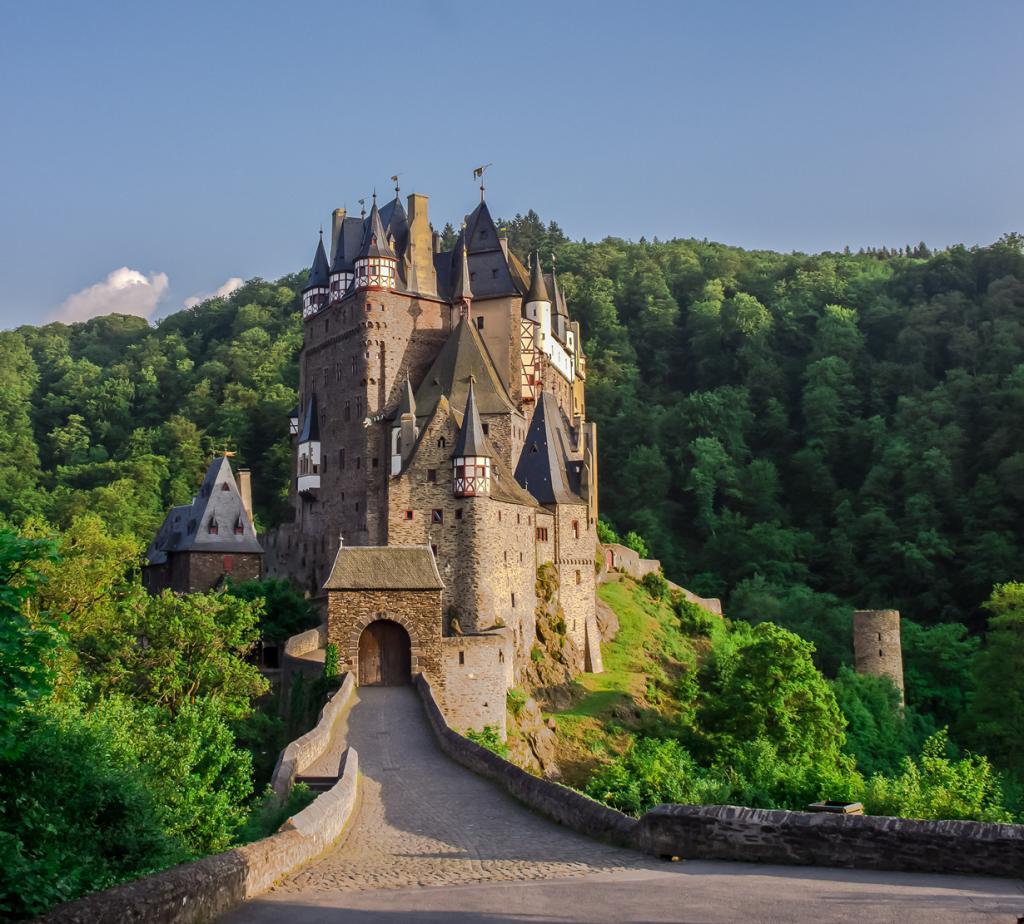2 место. Замок Эльц. Расположен в земле Рейнланд-Пфальц. Время строительства — XII век. (Vio Oprea)