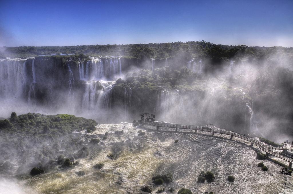 Смотровая площадка над водопадами Игуасу. (banjo_boy)