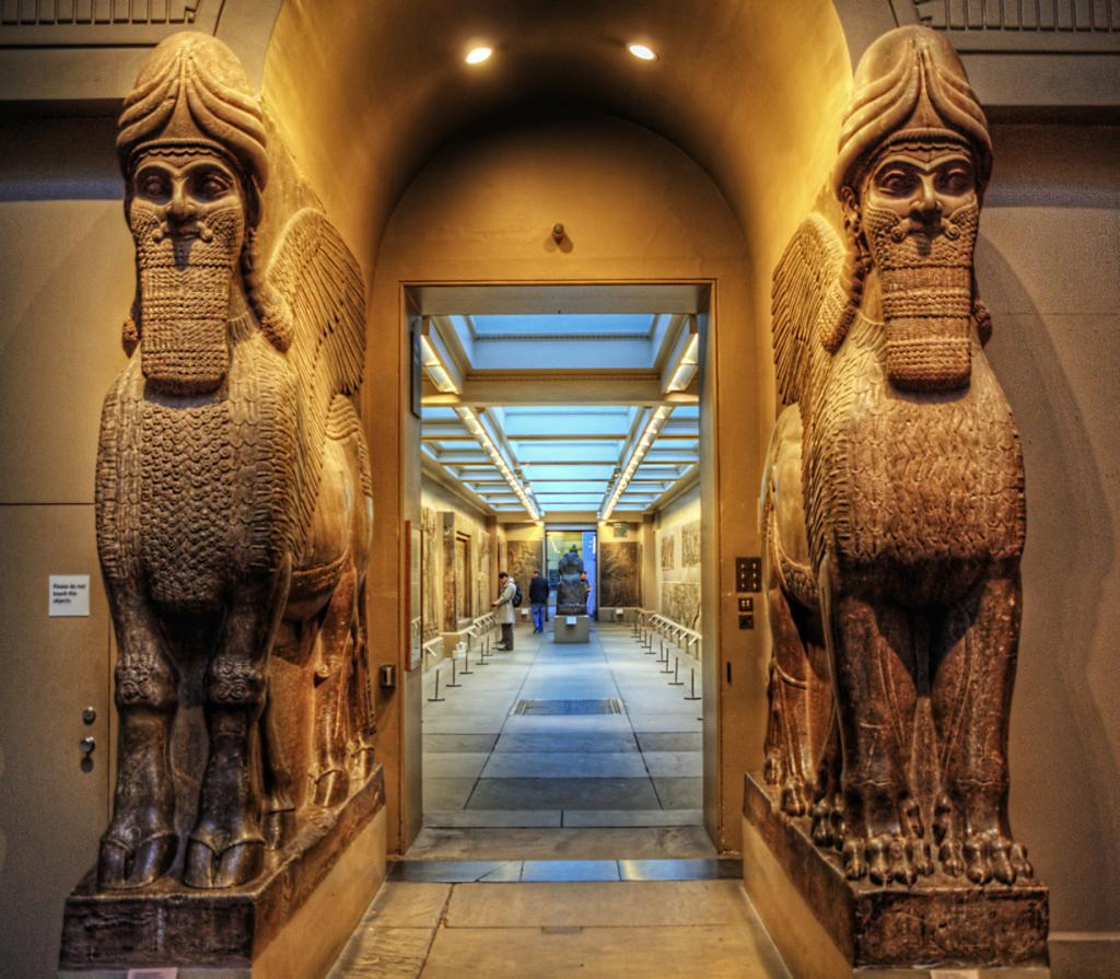 Историко-археологический музей расположен в районе Блумсбери. В его арсенале имеется 94 галереи. Работает музей ежедневно с 10:00 до 17:30. Вход — бесплатный. (Neil Howard)