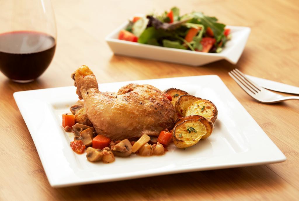 Петух в вине — жаренная или тушёная тушка петуха целиком в качественном дорогом вине. Блюдо родом из Бургундии. (Food Thinkers)