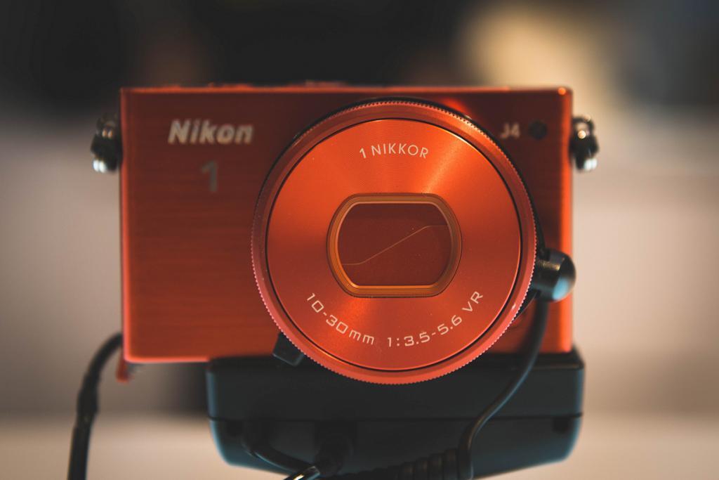 Германия. Кёльн. Nikon J4 на выставке Photokina 2014. (Ben Fredericson)