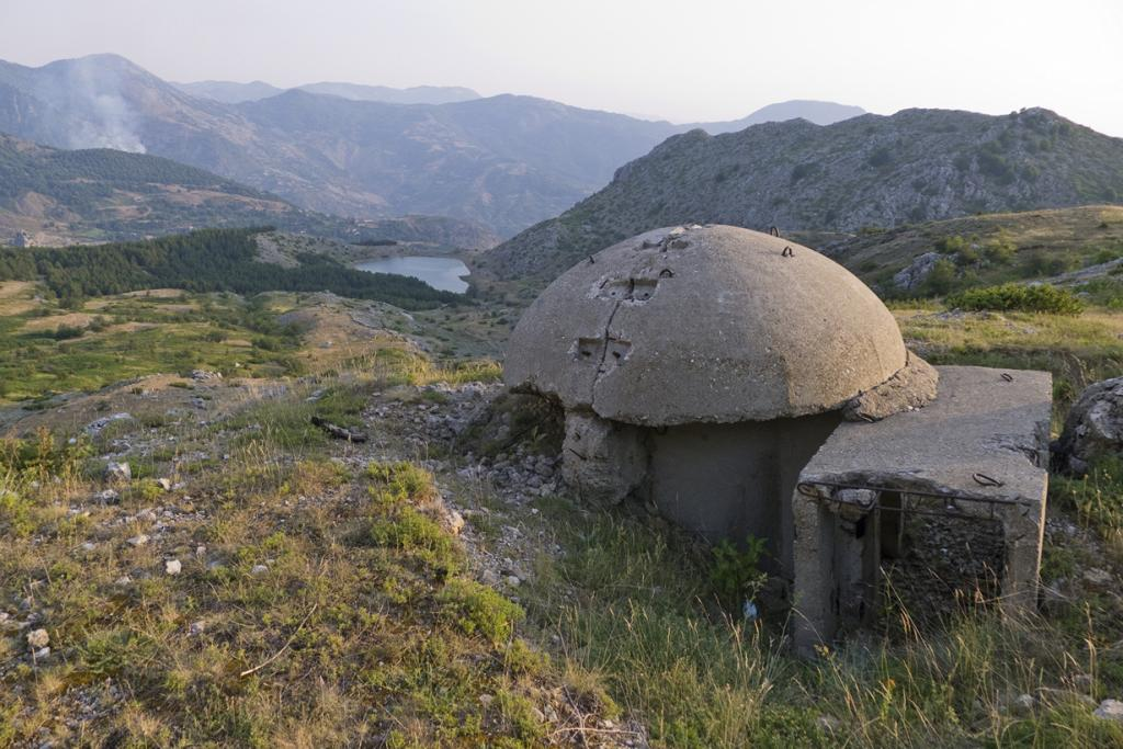 Албания — страна бункеров (8 фото)