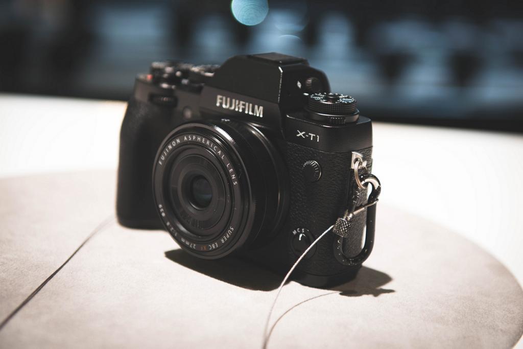 Германия. Кёльн. Цифровой фотоаппарат Fujifilm X-T1 на выставке Photokina 2014. (Ben Fredericson)