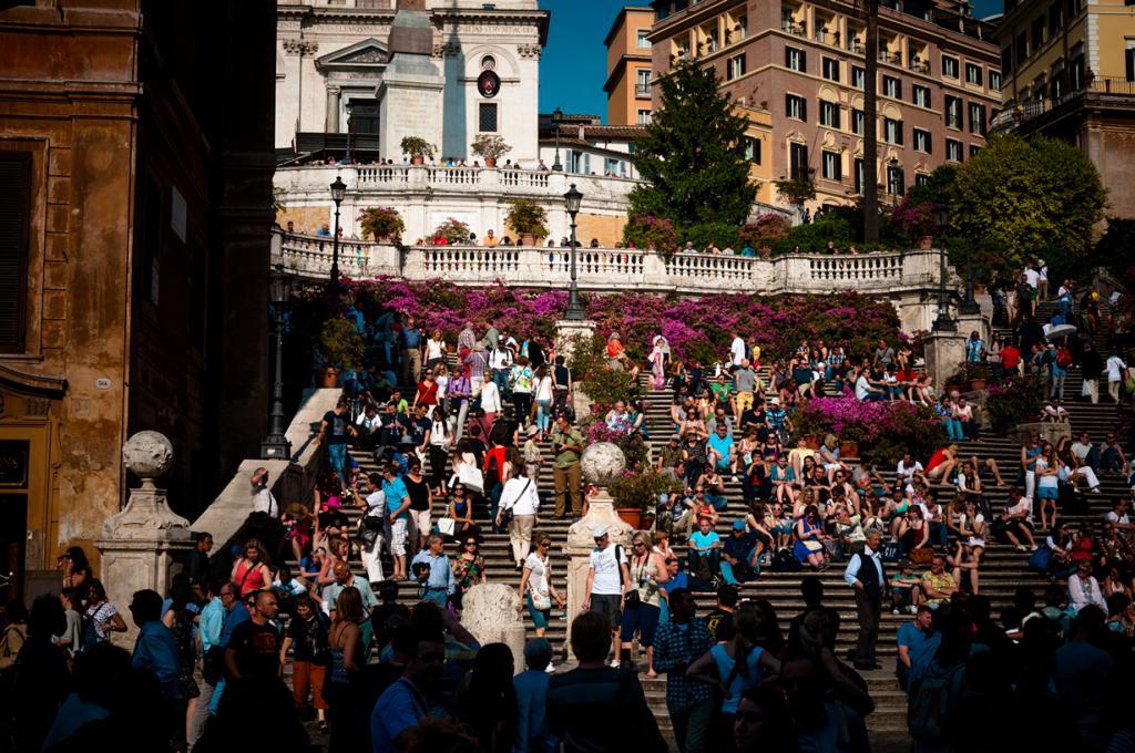9 место. Испанская лестница — римская достопримечательность, состоящая из 138 ступеней. С утра и до самой ночи лестница просто кишит людьми — студентами, стариками, детьми и туристами, пытающимися сделать хоть какой-то симпатичный снимок. (Jonas Smith)