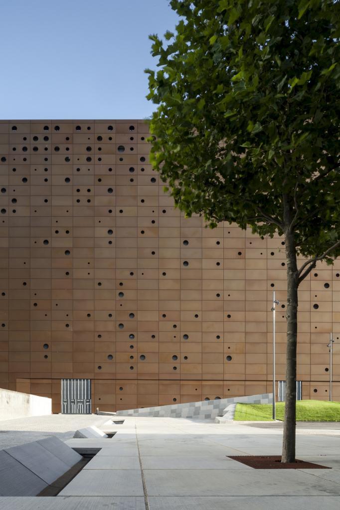 Дания. Роскилле, Зеландия. Мусоросжигательный завод, спроектированный Erick van Egeraat. (Tim Van de Velde)