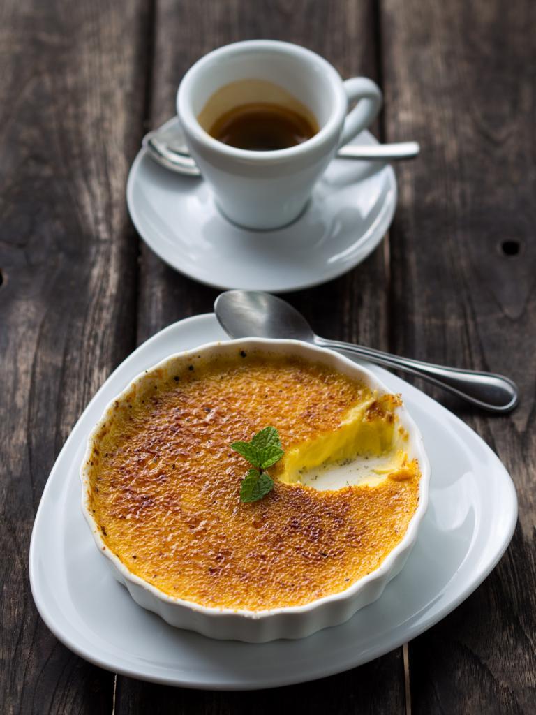 Крем-брюле — десерт в виде заварного крема с карамельной корочкой. (Takeaway)