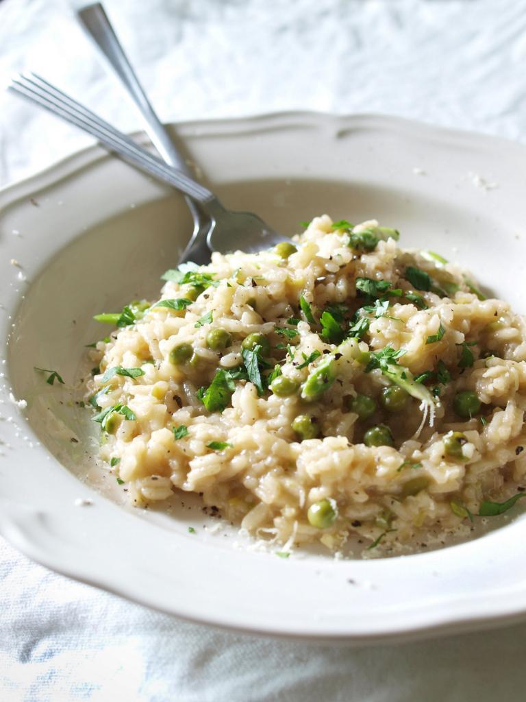 Ризотто — блюдо на основе риса, тушёного в бульоне с вином. Различают также мясной, грибной, овощной ризотто и с морепродуктами. (Sebastian Mary)
