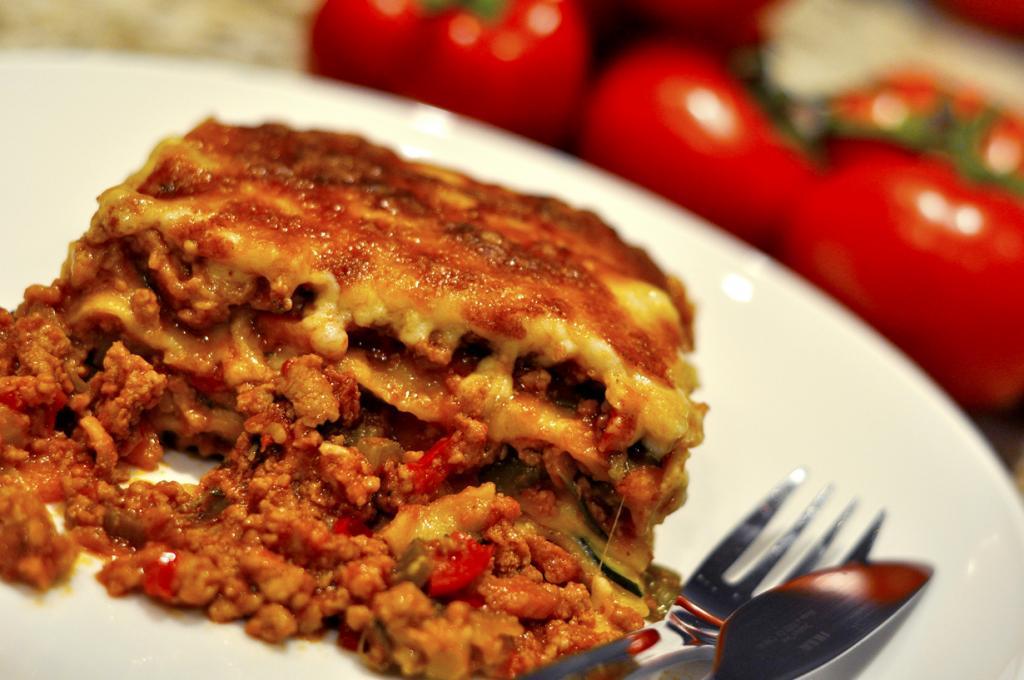 Лазанья — запеканка из пластов теста, фарша, соусов и сыра. (VancityAllie .com)