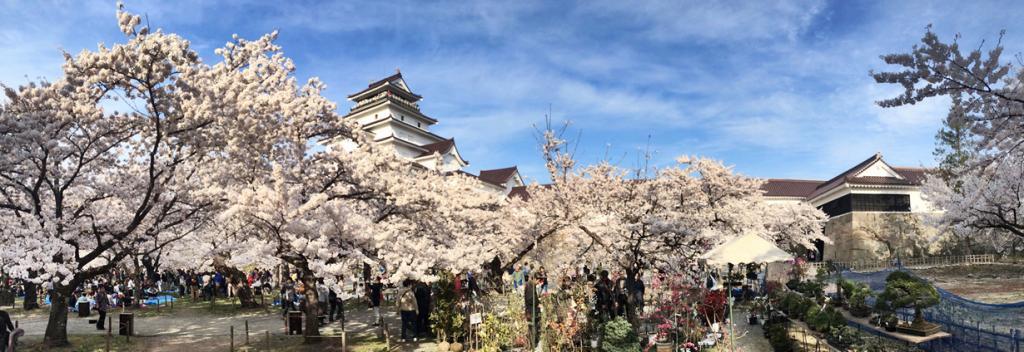 Япония. Аидзувакамацу. Замок Аидзувакамацу. Был основан в 1384 году. (かがみ~)