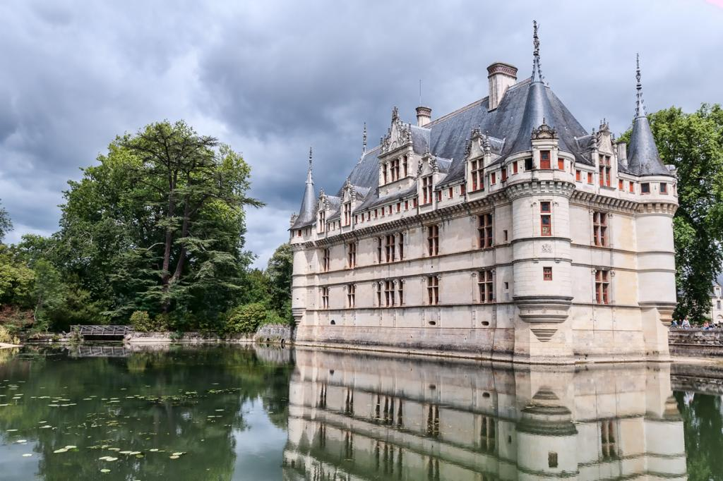Расположен в департаменте Эндр и Луара. (Jean-Christophe BENOIST)
