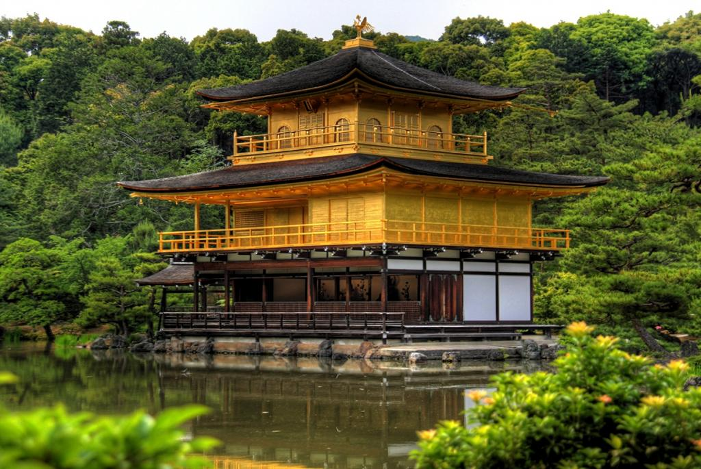 Япония. Токио. Храм Кинкаку-дзи. Был основан 1397 году. (themonnie)