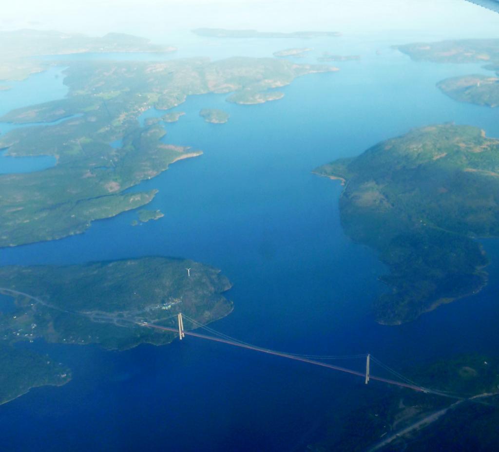 Швеция. Мост Хёгакустенброн. Основной пролёт — 1 210 м. (Anders Sandberg)