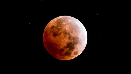 Затмение 2014. Луна-хамелеон (7 фото)
