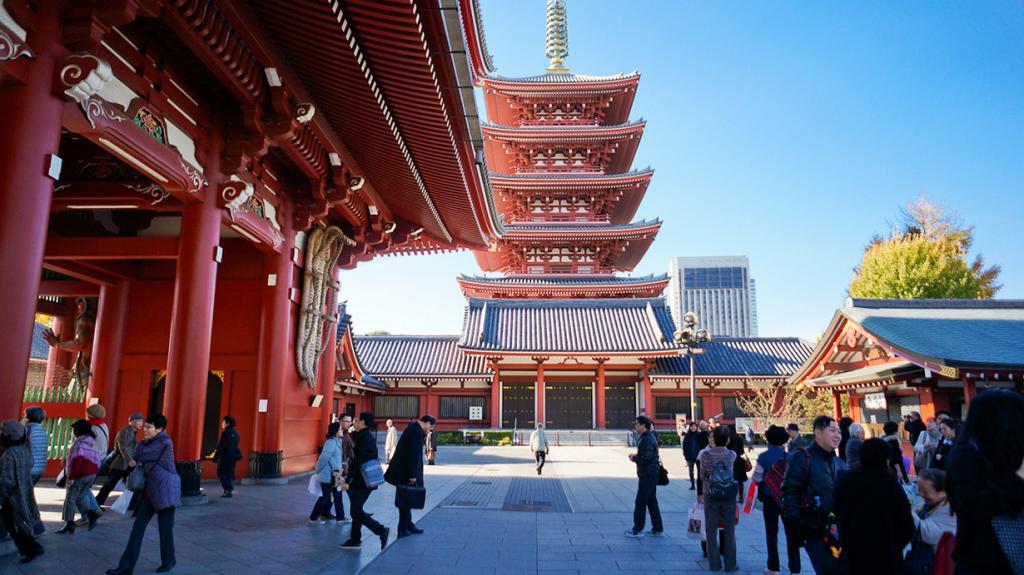 Япония. Токио. Храм Сэнсо-дзи. Был основан в 628 году. (Antonio Tajuelo)