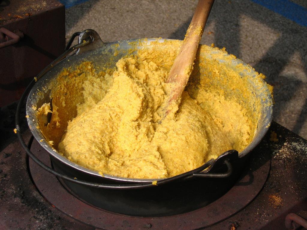 Полента — итальянский аналог мамалыги. Готовится из кукурузной муки. (Luca Candini)