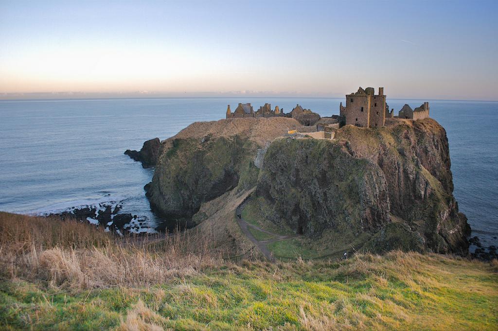 Стонхейвен. Шотландия. Замок Данноттар. (Nick Thompson)