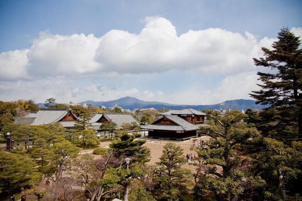 Япония. Киото. Замок Нидзё. Был построен в 1603 году. Замок состоит из множества построек, включая дворец Ниномару, Юго-восточную башню, Северные и Восточные ворота, сады. (Morten Legarth)