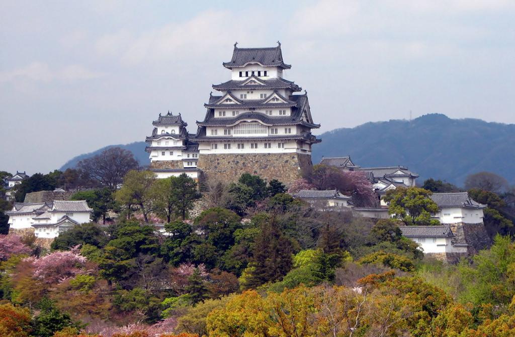 Япония. Химэдзи. Замок Химэдзи. Был основан в 1333 году. (Bernard Gagnon)