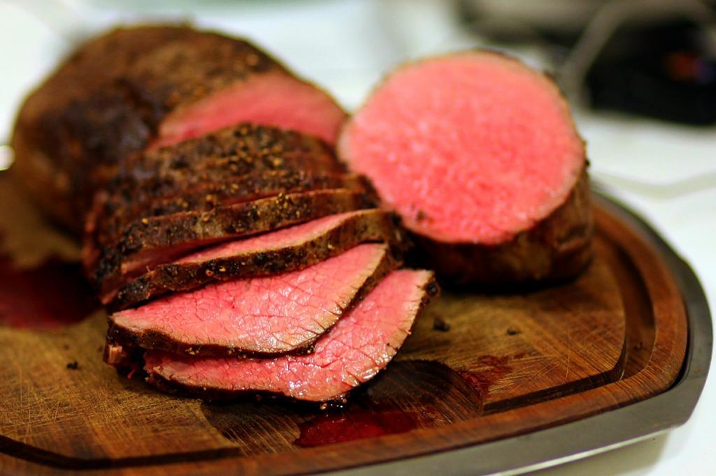 Ростбиф — говядина, запечённая в духовом шкафу. (Dave 77459)