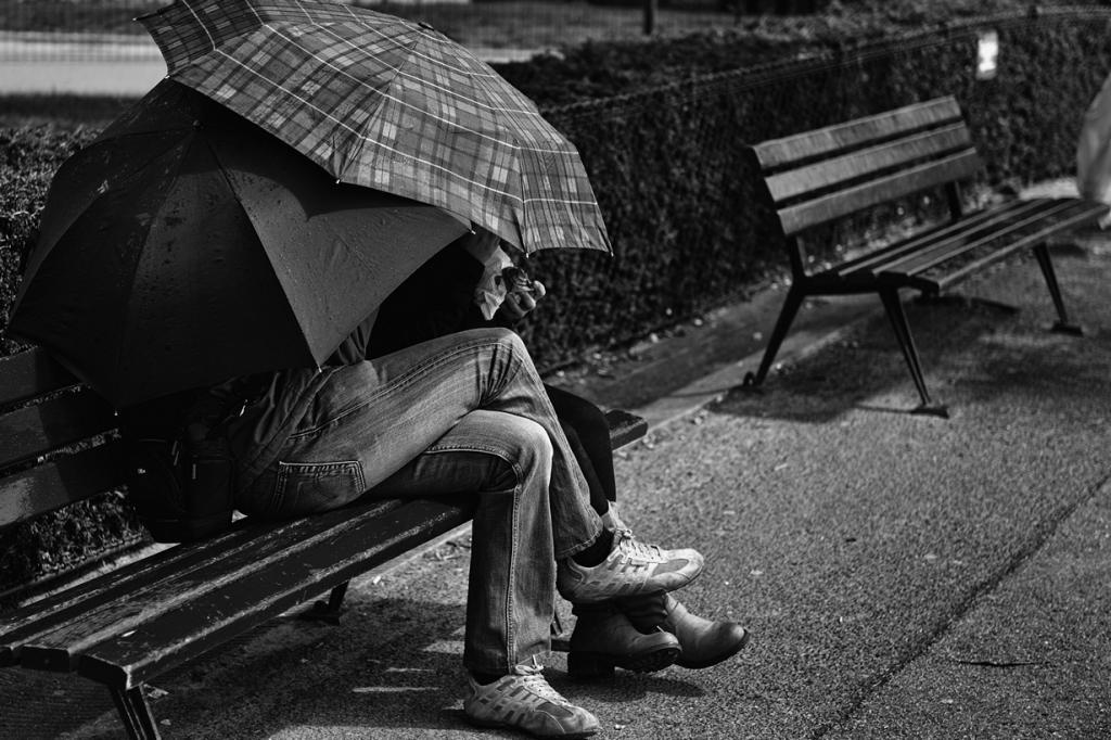 Под зонтом. (Christopher Swerin)