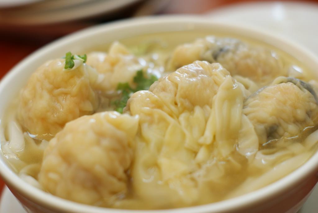 Вонтоны — пельмени, которые часто подаются в супе. (NukelarBurrito)