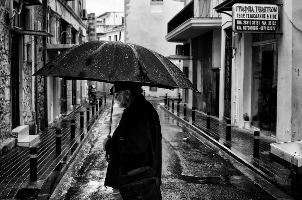 Под зонтом. (Spyros Papaspyropoulos)