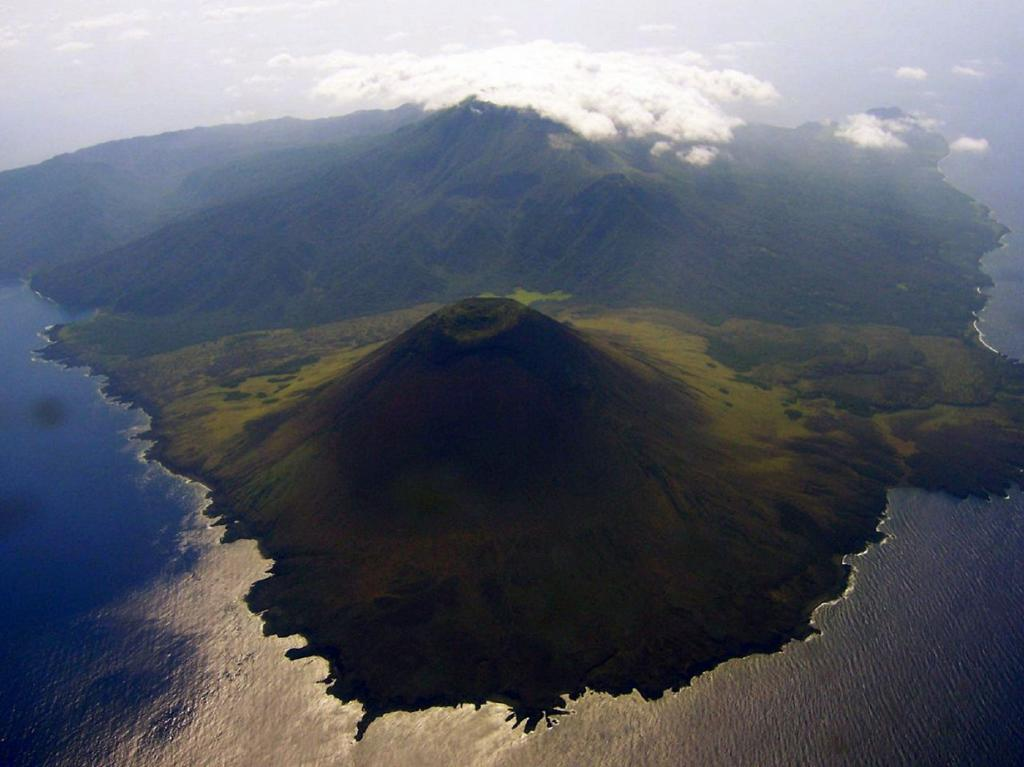 Вулкан Бабуян Кларо. Расположен на острове Бабуян. Его высота составляет 688 метров. Считается самым молодым среди всех филиппинских вулканов. (Bing Ramos)
