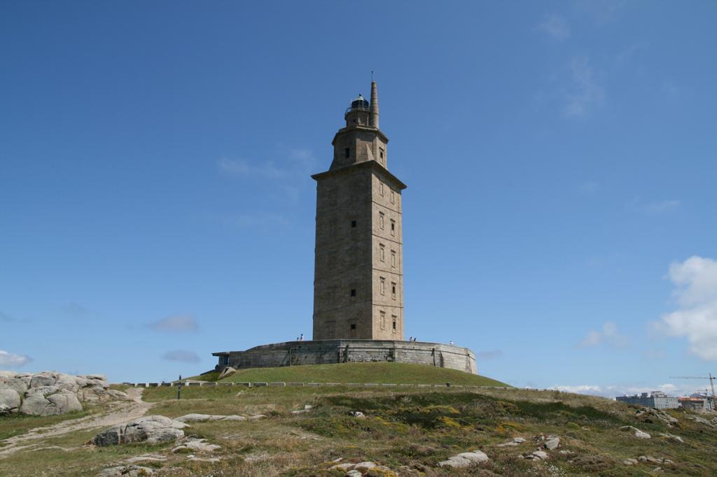 8 место. Испания. Ла-Корунья. Маяк башня Геркулеса. (Bernt Rostad)
