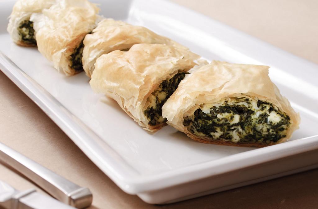 Спанакопита — пирог или пирожки из слоёного теста с начинкой из шпината, сыра фета и зелени. (Sodexo USA)