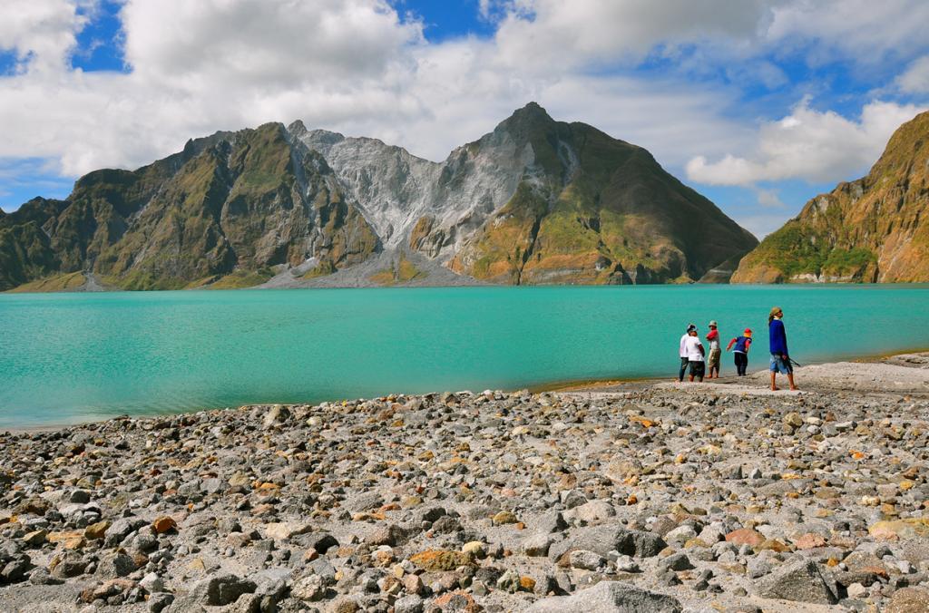Высота вулкана составляет 1 486 метров. (nucksfan604)