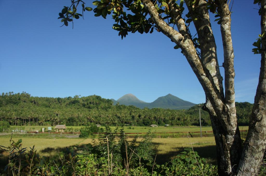 Высота вулкана составляет высотой 1565 метров. Последний раз извержение Булузана было зафиксировано в 2012 году. (Alma Gamil)