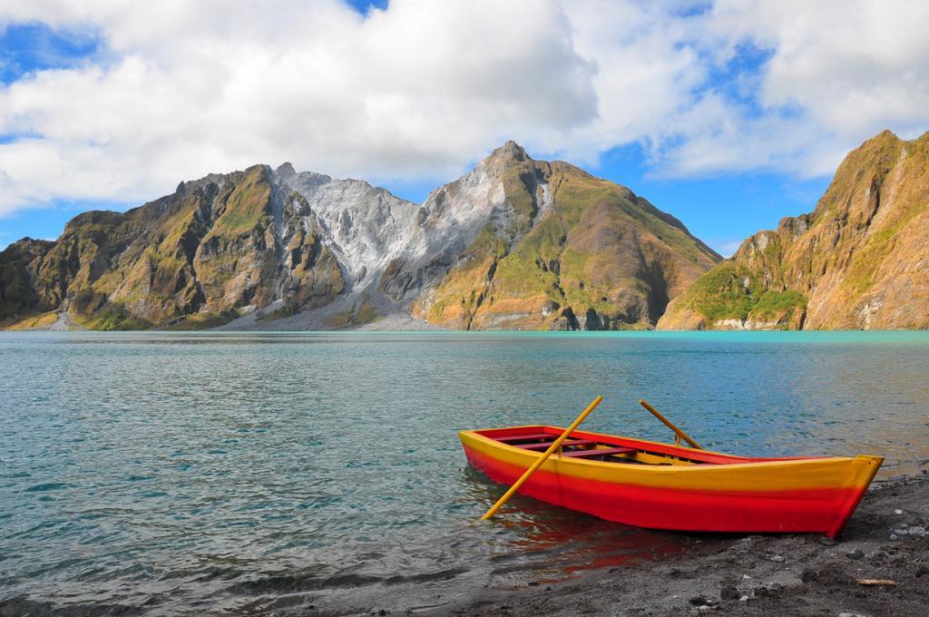Последнее извержение вулкана было зафиксировано в 1993 году. (nucksfan604)