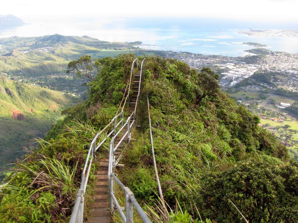 Гавайские острова. Оаху. Лестница Хайку. (ken tam)