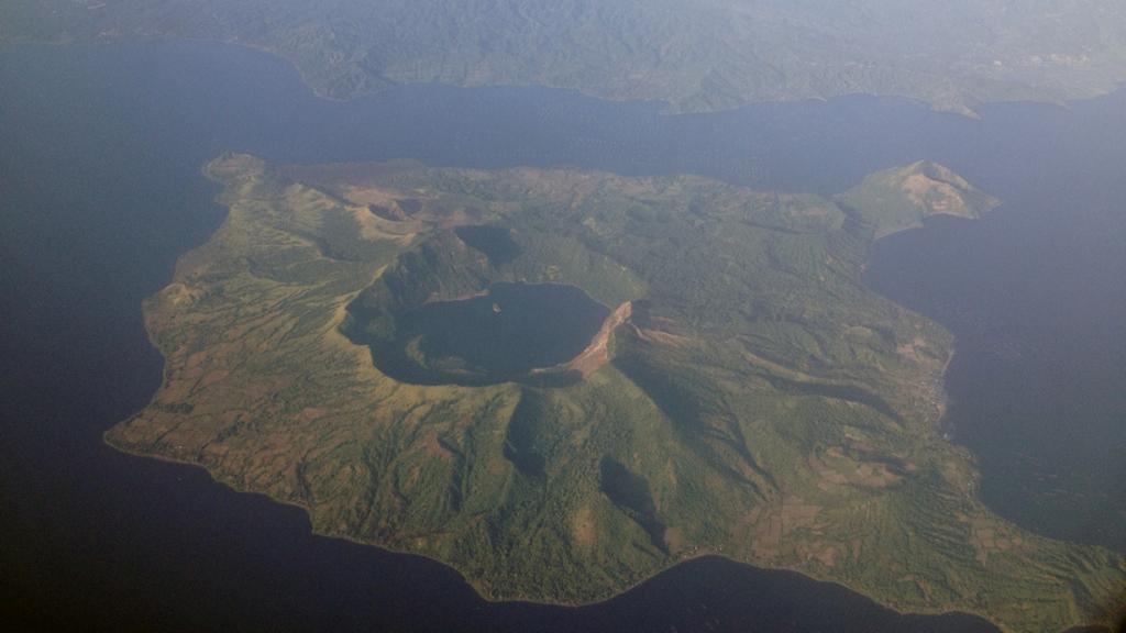 Вулкан Тааль. Расположен на острове Лусон. (Mike Gonzalez)