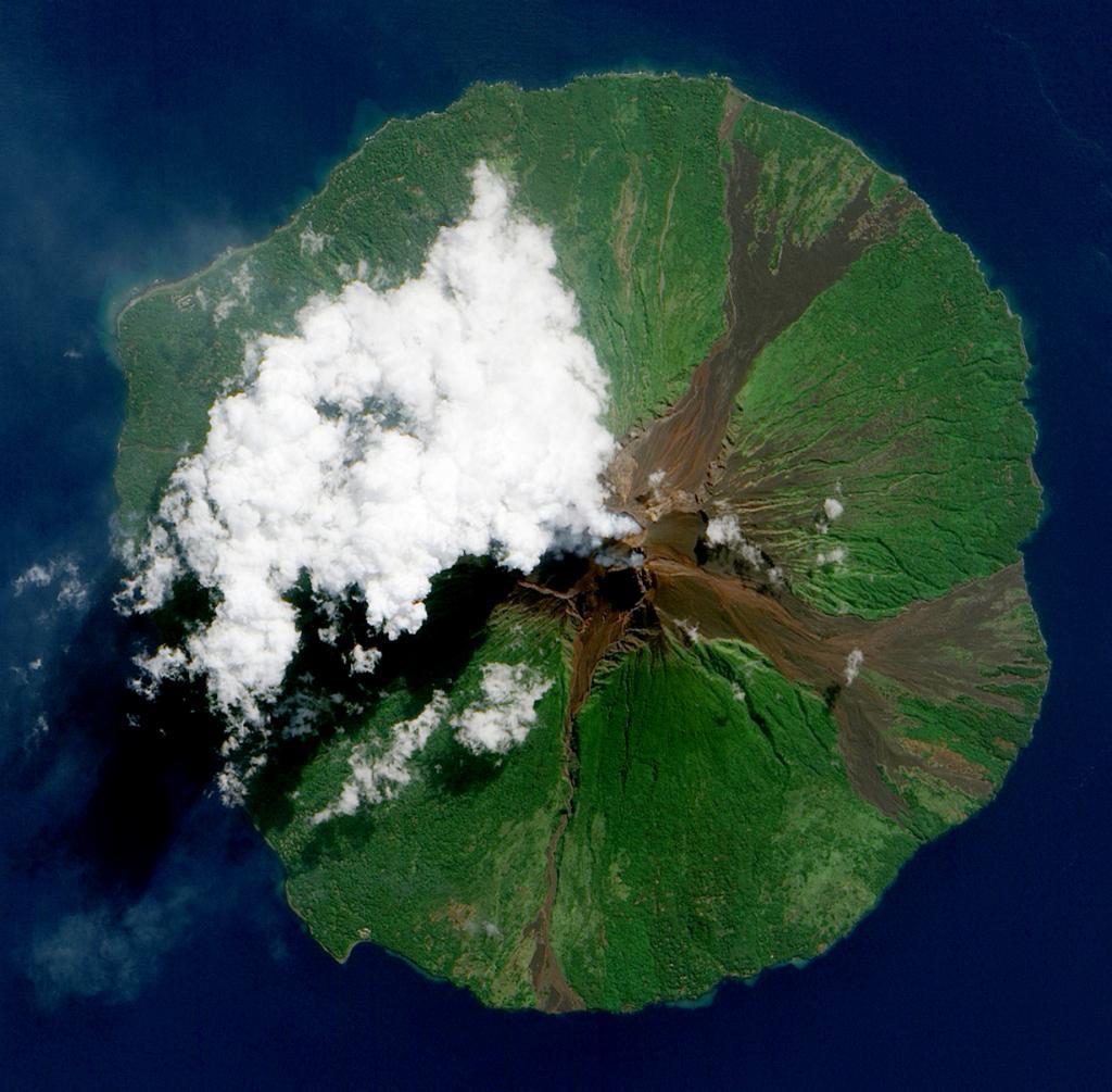 Папуа — Новая Гвинея. (NASA Goddard Space Flight Center/Jesse Allen)