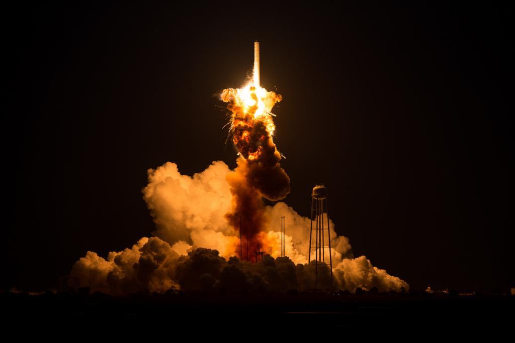 Взрыв ракеты-носителя «Антарес» (5 фото)