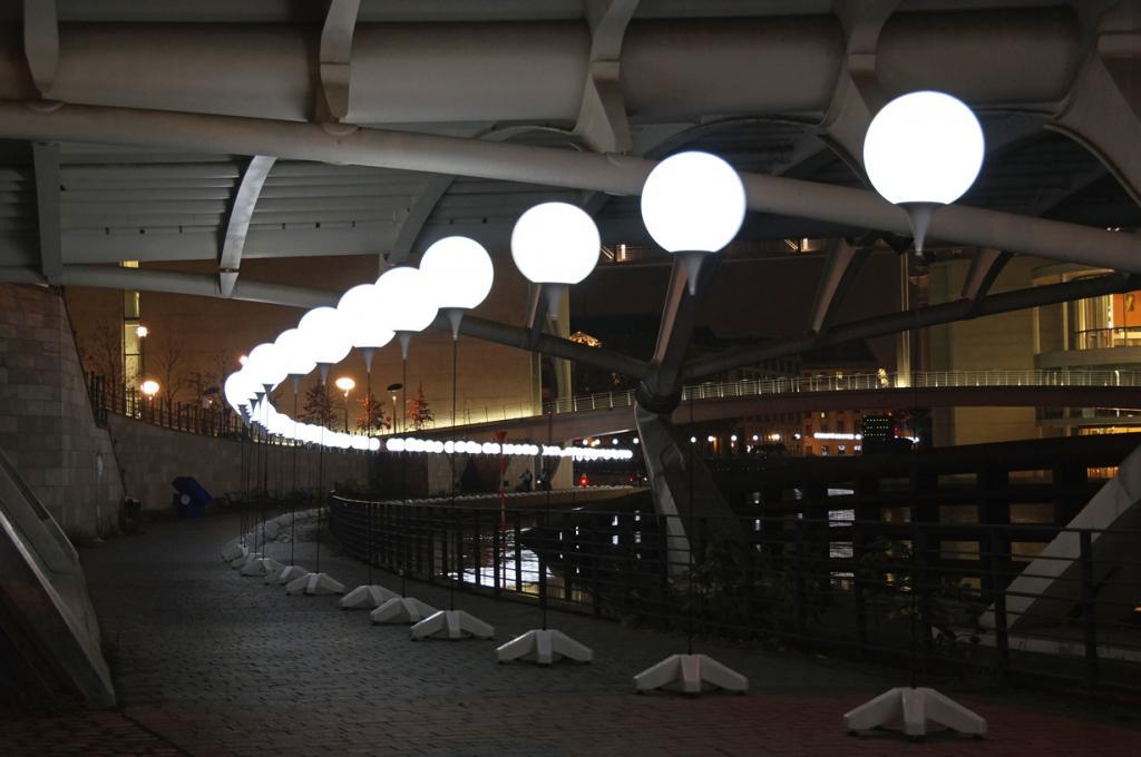 Германия. Берлин. Инсталляция «Световая граница». (Michael)