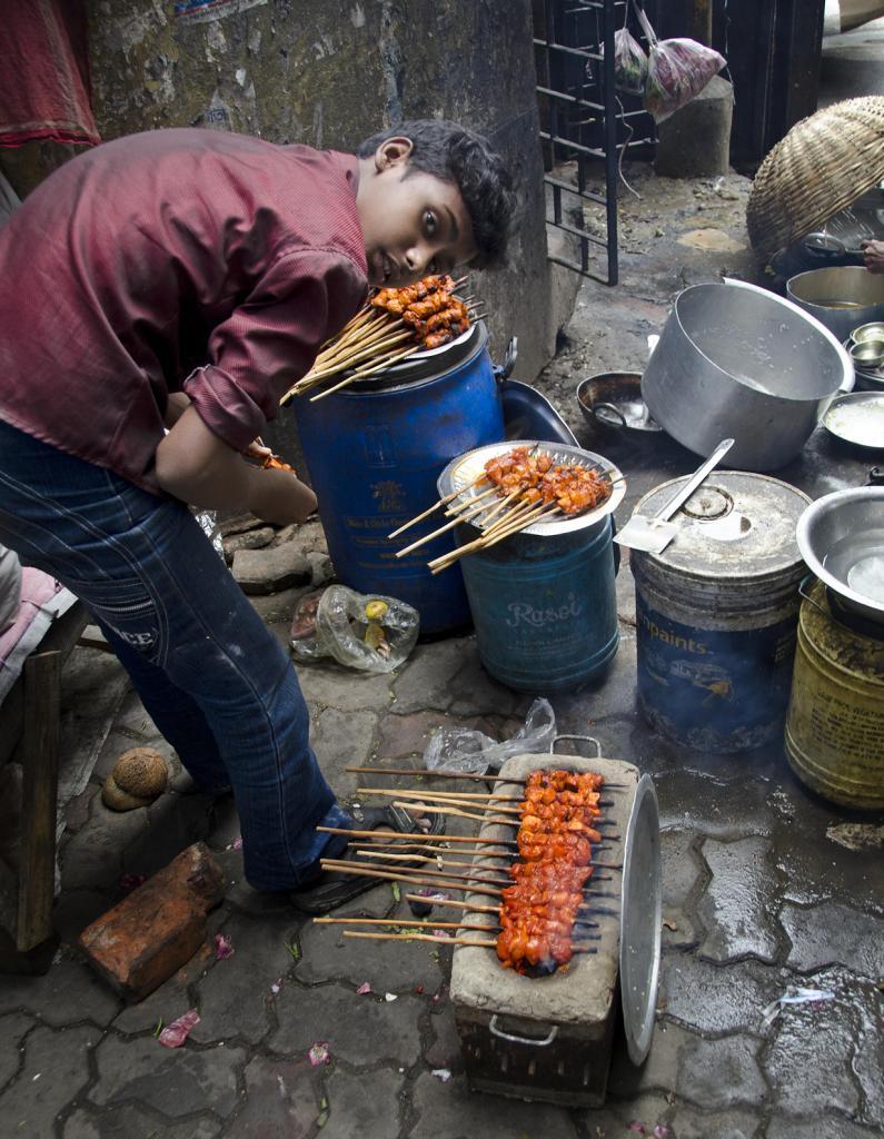 Индия. Калькутта, Западная Бенгалия. Повседневная жизнь. (Kebabs)