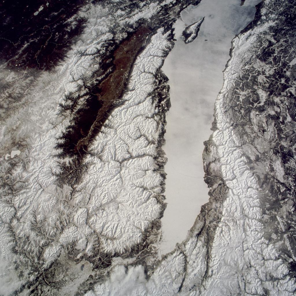 Россия. Бурятия, Иркутская область. Байкал. (NASA)