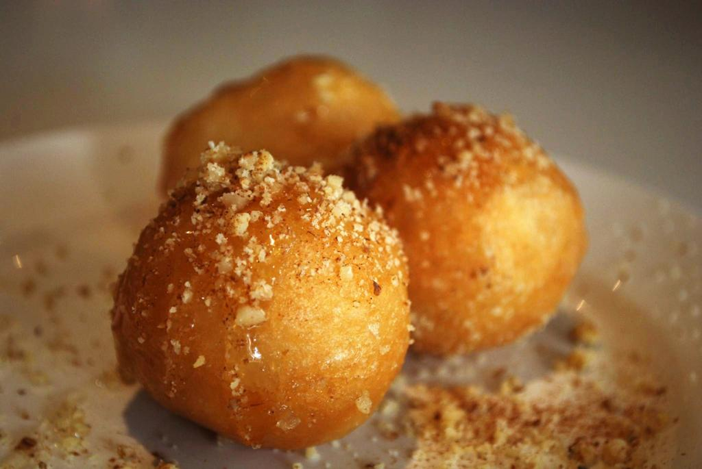 Лукумадес — аналог пончиков. (Alpha)