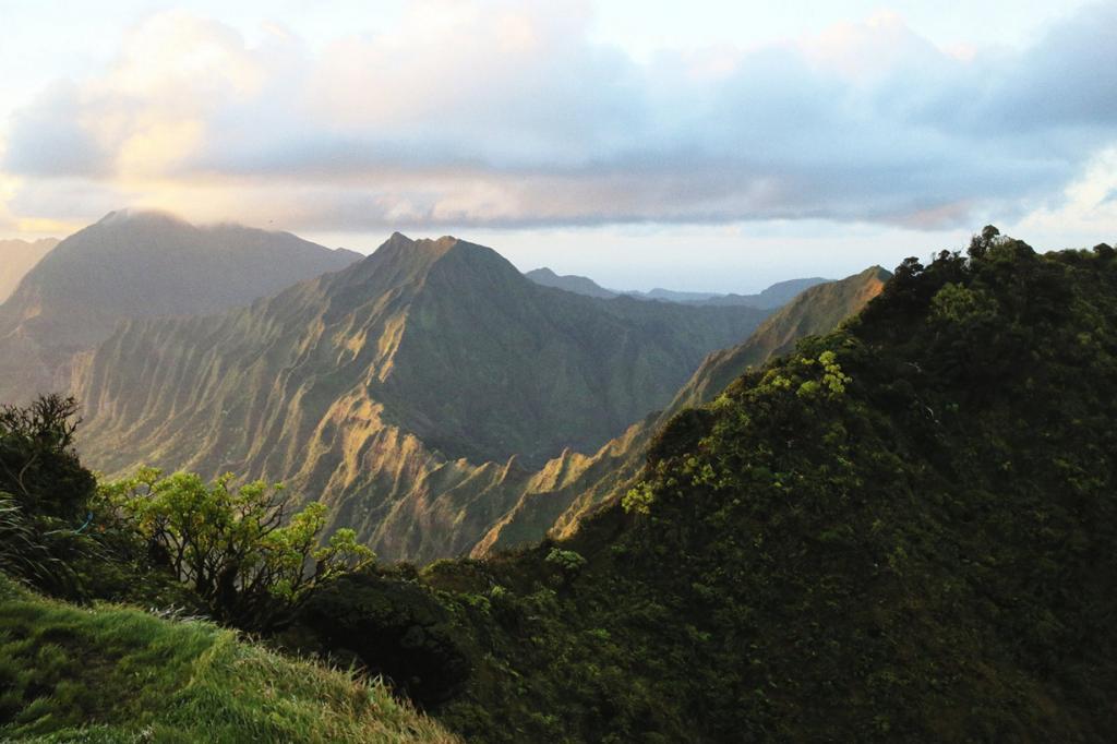 Гавайские острова. Оаху. Лестница Хайку. (Michael Keany)
