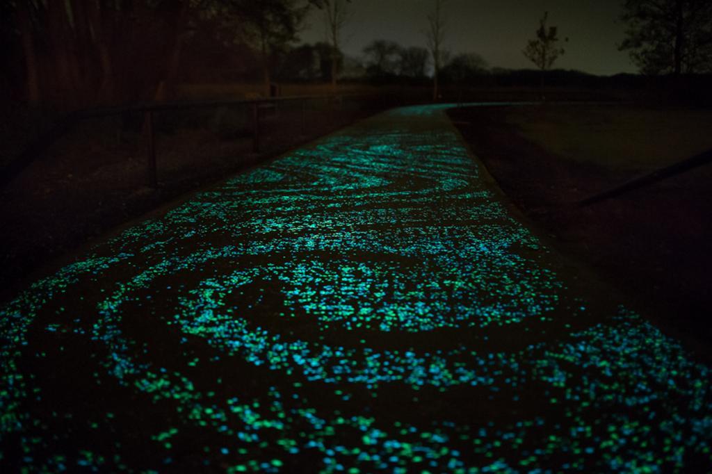 Светящийся велосипедный путь в честь Ван Гога (8 фото)
