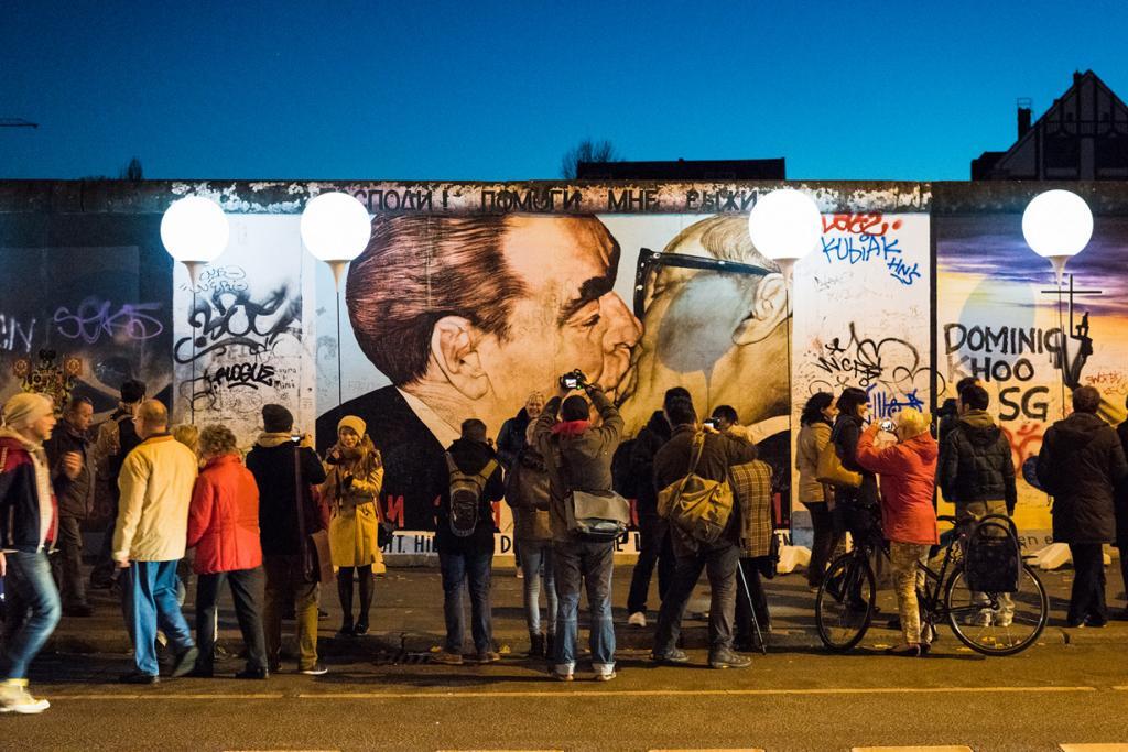 Германия. Берлин. Инсталляция «Световая граница». (Websenat)