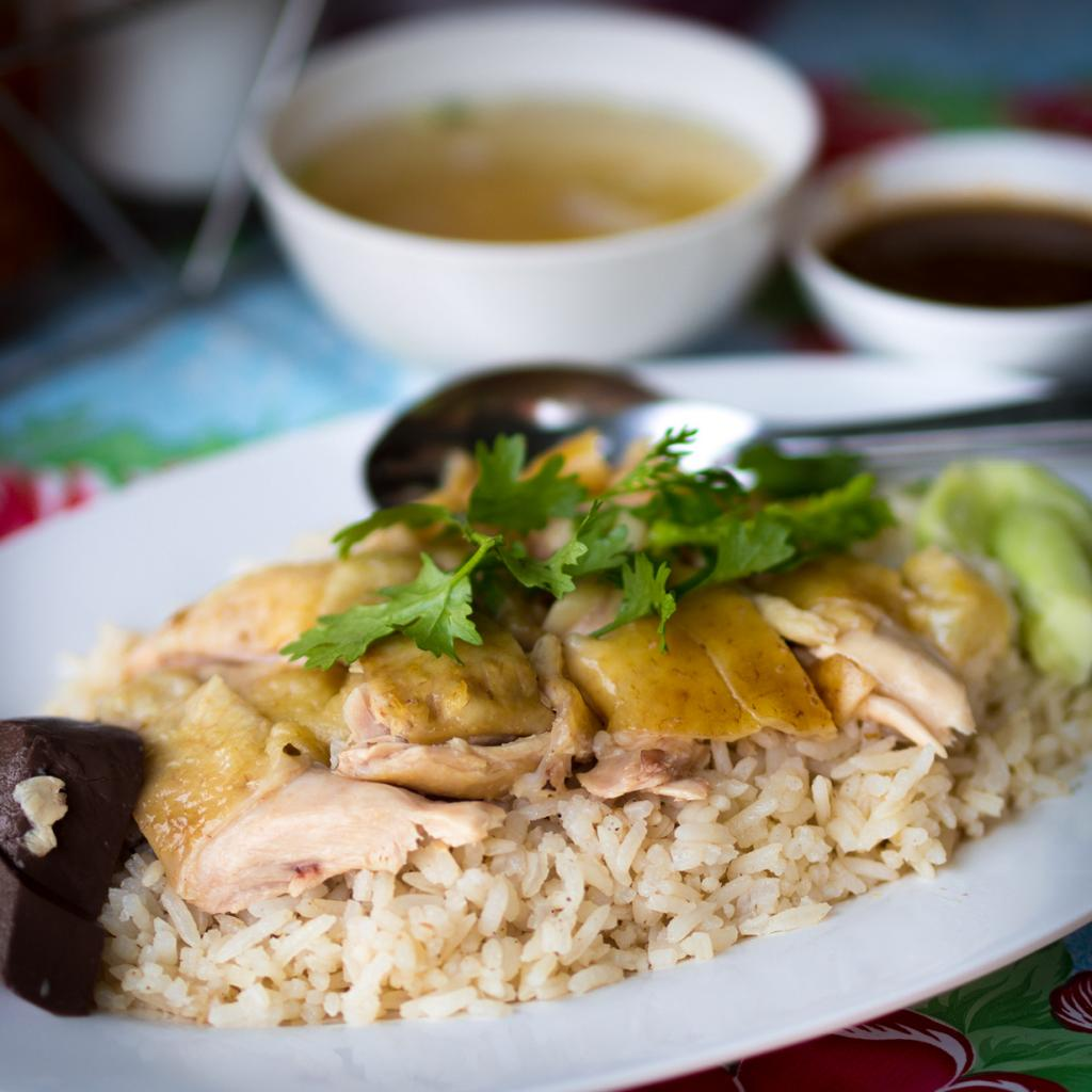 Рис на пару на основе куриного бульона с отварной курицей. (Takeaway)