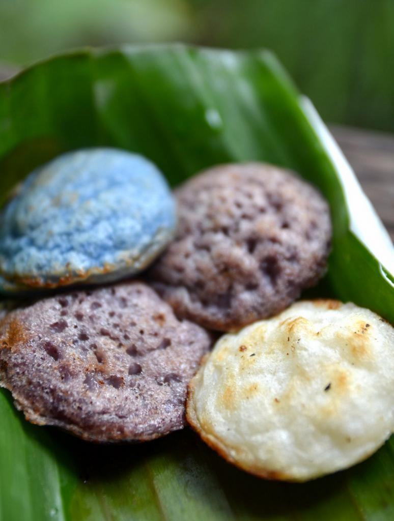 Кханом кхрок — оладьи на основе рисовой муки и кокосового молока. (Takeaway)