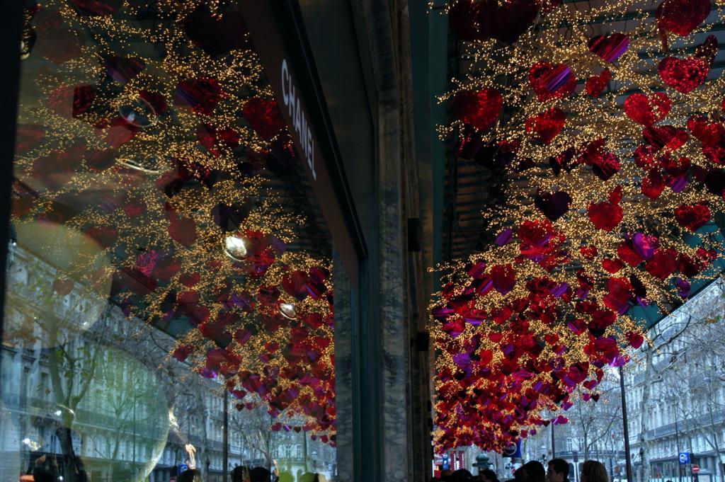 Франция. Париж. Рождественское время. (Mic Mac)