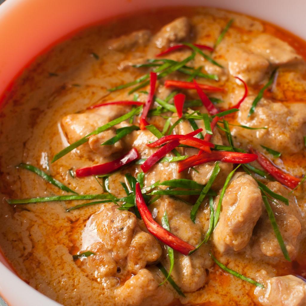 Сливочно-кокосовый карри со свининой, говядиной или курицей. (Takeaway)
